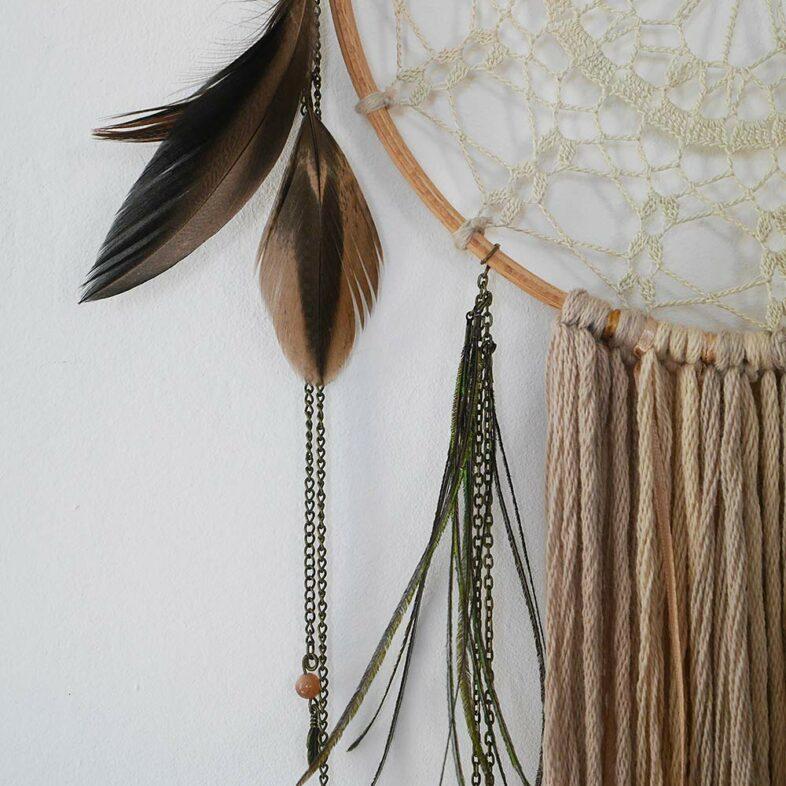 attrape r ves peacock d 39 inspiration asiatique avec plume de paon mood. Black Bedroom Furniture Sets. Home Design Ideas